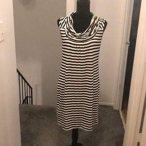 Strip casual dress /black and white